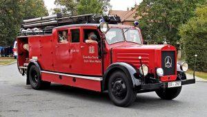fire truck, fire fighters, historical-1679182.jpg